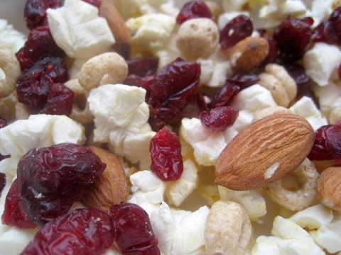 Post image for Popcorn Trail Mix – Snack in a Bag