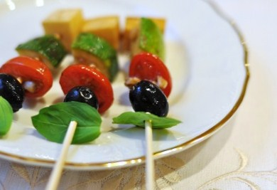 Post image for Christmas or New Year's Party Finger Food Idea: Antipasto Caprese Kabobs