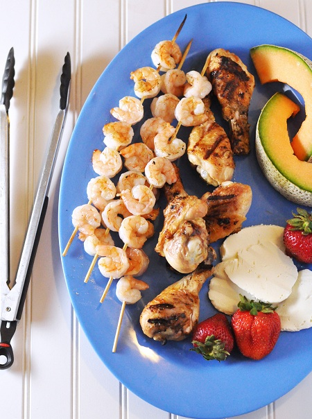 Post image for Grilled Shrimp, Chicken and Fruit Platter