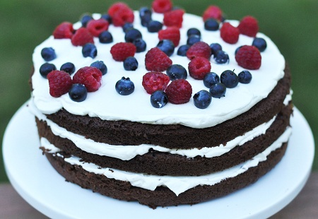 Post image for Vanilla Whipped Cream Berry Chocolate Cake Recipe