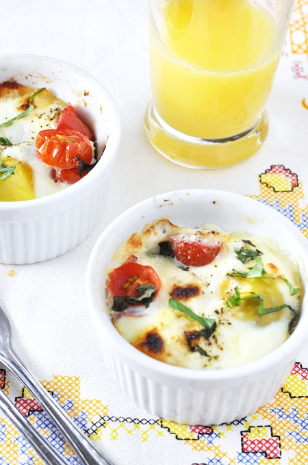 Post image for Baked Potato Caprese Breakfast Egg Cups