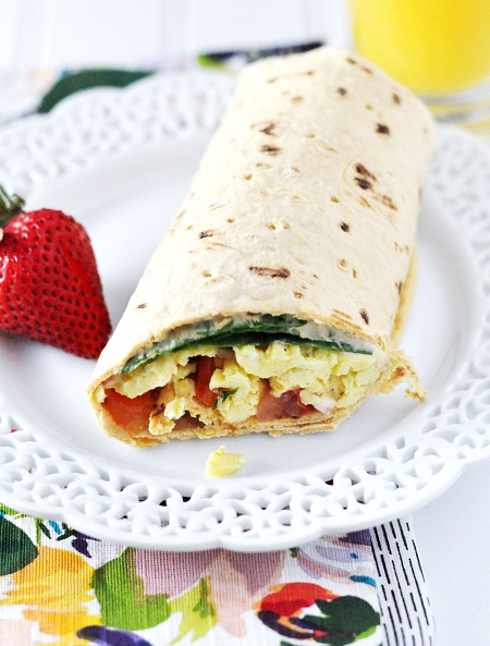 Post image for Hummus, Egg & Vegetable Breakfast Wrap Recipe