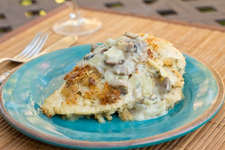 10 Things You Didn't Know About Me with Mommie Cooks & Chicken Cordon Bleu with Creamy Mushroom Gravy