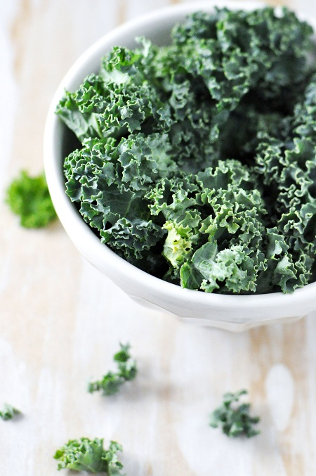 Post image for Baked Kale Chips Recipe with Garlic, Onion & Parsley
