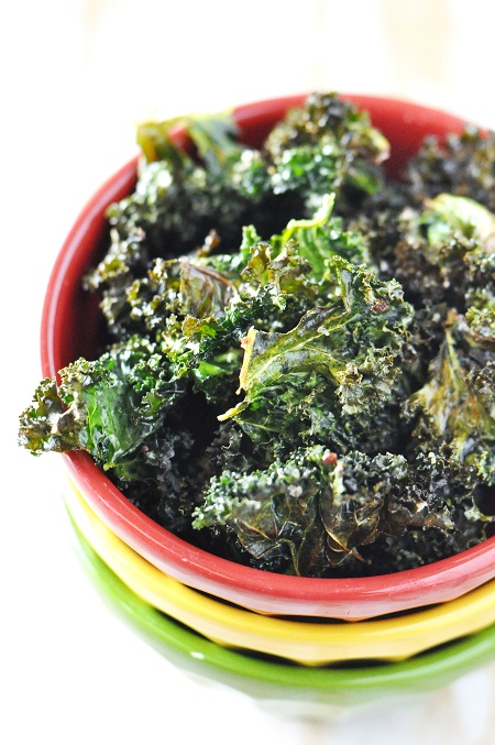 Baked Kale Chips Recipe with Garlic, Onion & Parsley - Savor The Thyme ...