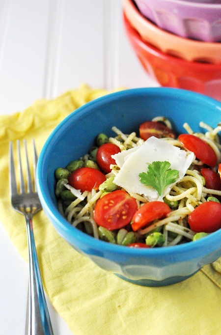 Spaghetti with Pesto, Edamame and Tomato: Beware of Thieves