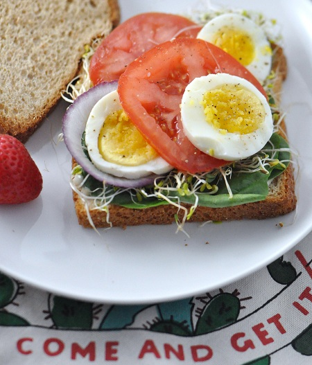 Post image for CVS ExtraCare Rewards: Purse to Plate featuring a Hard-Boiled Egg Sandwich with Spinach & Sprouts