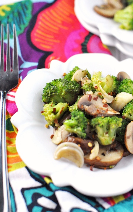 Post image for Sautéed Broccoli and Mushrooms with Garlic