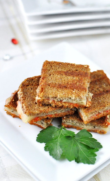 mini_grilled_cheese_roasted_red_pepper_pesto_1