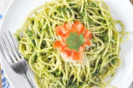 Superfast Spaghetti with Cilantro-Parsley Pesto & Tomato Recipe ...