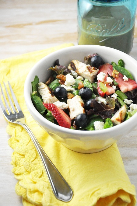 Grilled Chicken, Berries & Pecan Salad Recipe